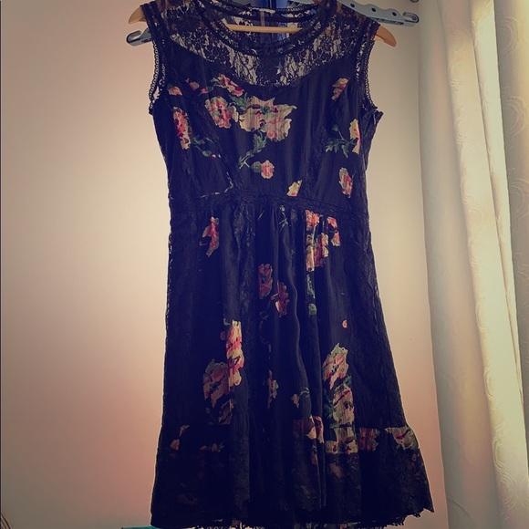 Buffalo David Bitton Dresses & Skirts - Black floral dress with lace